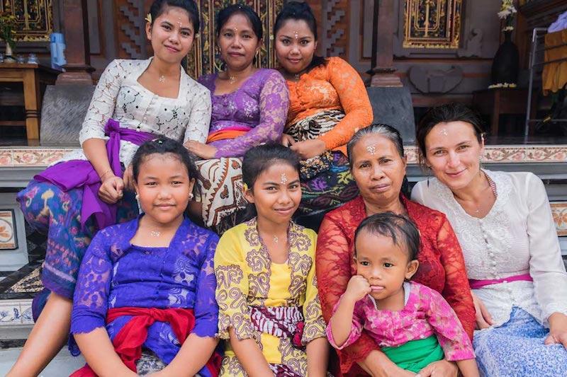 Ivana s hostující rodinou na Bali
