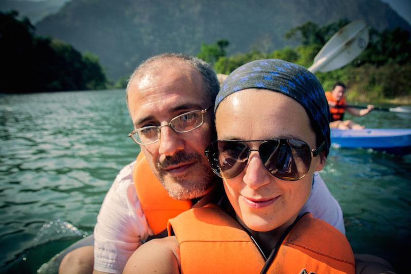 Ivana a Gianni kayaking Laos