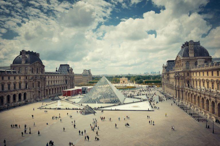 Louvre Paříž