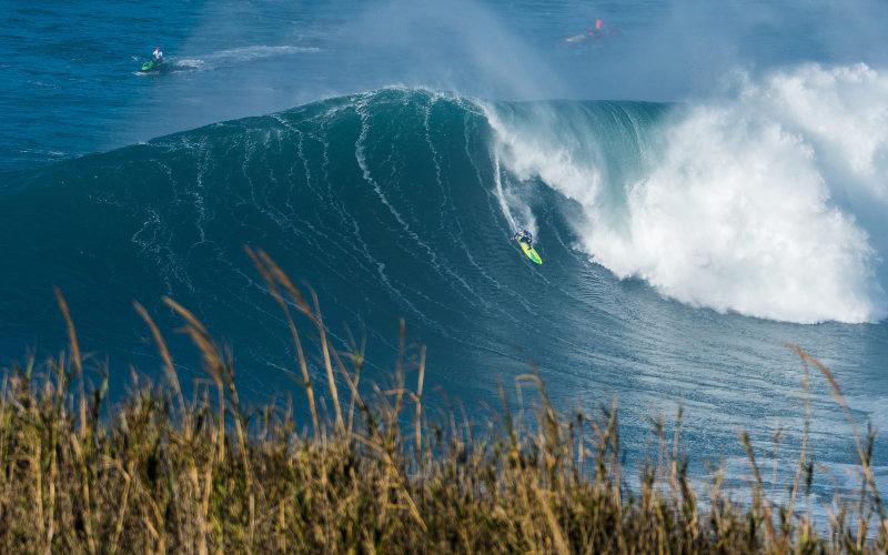 Surfové vlny v Nazaré