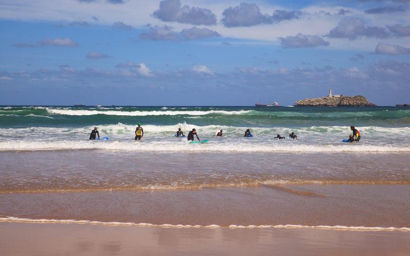 Pláž ve městě Santander