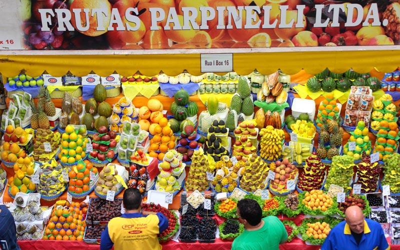 Brazilské ovoce na místním trhu
