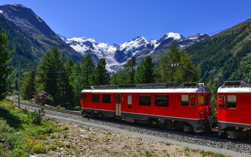Bernina Express červený vlak