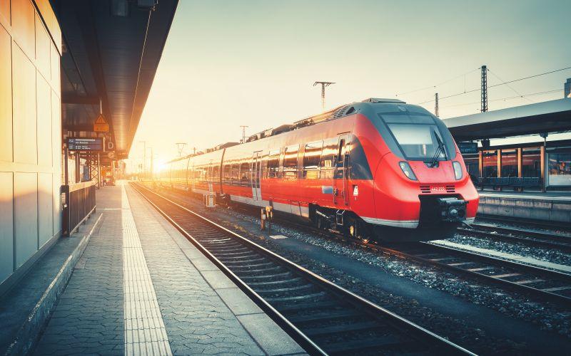 Vlak přijíždí do stanice